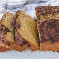 Breakfast Quick Bread with Cinnamon Topping